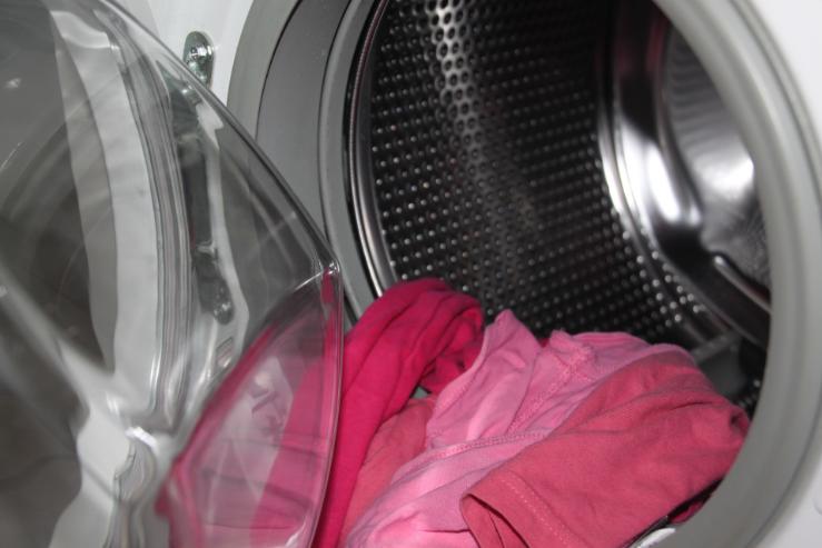 Ako zvládnuť zápach bielizne z práčky