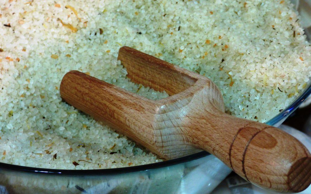 Ako si vyrobiť domáce bylinkovú soľ do kúpeľa?